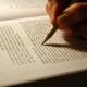 Staar je niet blind op andermans werk en zoek jouw eigen schrijfstem.